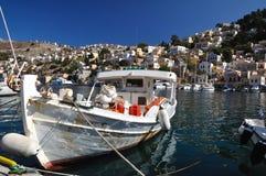 Bateau de pêche sur l'île de Symi Photo libre de droits