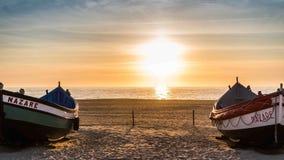 Bateau de pêche sur la plage de Nazaré Image libre de droits