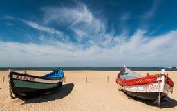 Bateau de pêche sur la plage de Nazaré Photos libres de droits