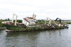 Bateau de pêche sur le fleuve de Lagos Photo libre de droits