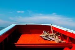 Bateau de pêche thaïlandais utilisé comme véhicule pour trouver des poissons Images libres de droits