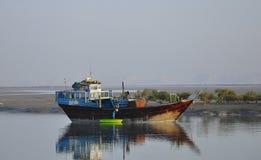 Bateau de pêche traditionnel Photographie stock libre de droits
