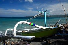 Bateau de pêche traditionnel de Jukung Bali Photographie stock libre de droits