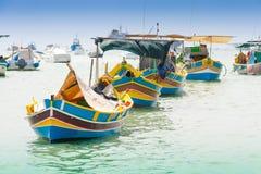 Bateau de pêche traditionnel (luzzu) dans Marsaxlokk, un villag de pêche Photographie stock libre de droits
