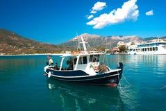 Bateau de pêche traditionnel sur l'île de Leucade photos stock