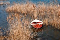 Bateau de pêche traditionnel sur le lac Doirani photo stock