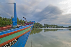 Bateau de pêcheur chez Kuala Besar Jetty, Kota Bharu, Kelantan Images stock