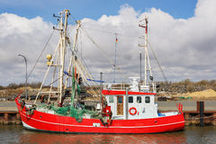 Bateau de pêche rouge Images libres de droits