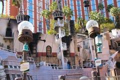 Bateau de pirate à l'étang près de l'hôtel d'île de trésor à Las Vegas Images stock