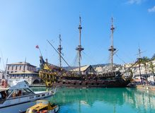 Bateau de pirate de l'IL Galeone Neptune en port de Genoa Porto Antico Old, Italie photos libres de droits
