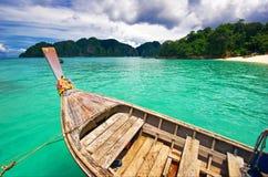 bateau de plage près Photo libre de droits