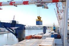 bateau de port de conteneur Images stock