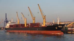 bateau de port de Hambourg de cargaison d'activités Photo libre de droits