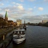 Bateau de port de rive de Brême image libre de droits