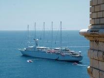 bateau de port de vitesse normale Photo libre de droits