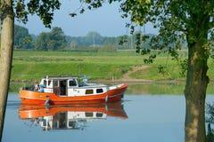Bateau de récréation dans l'eau hollandaise Image stock