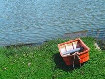 Bateau de rangée à l'étang Photographie stock libre de droits