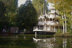 Bateau de rivière blanc Disneyland Paris images libres de droits