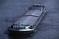 Bateau de rivière sur le fleuve Images libres de droits