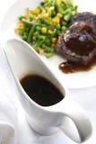 Bateau de sauce au jus Images stock