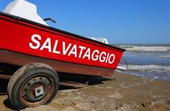 Bateau de sauvetage avec grand écrit en italien photo stock
