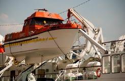 Bateau de sauvetage sur le bateau Images stock