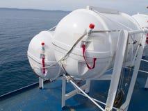 Bateau de sauvetage sur un bateau Photos stock
