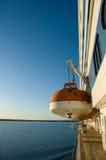 Bateau de sauvetage sur un bateau de croisière photographie stock libre de droits