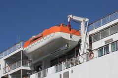 Bateau de sauvetage sur un ferry-boat moderne image stock