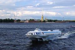 Bateau de St Petersburg Photographie stock libre de droits