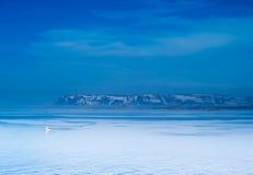 Bateau de Stykkish, de Snafellsnes et vue de mer Images libres de droits