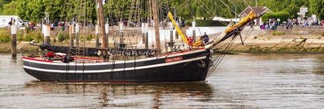Bateau de bateau sur l'exposition de défilé d'armada de la Seine de rivière images libres de droits