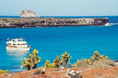 Bateau de touristes, îles de Galapagos, Equateur Image libre de droits