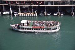 Bateau de touristes Chicago images libres de droits