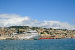 Bateau de touristes dans le vieux port Photographie stock libre de droits