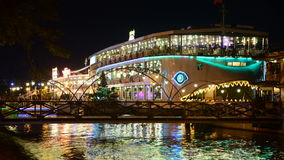 Bateau de touristes de dîner de laps de temps sur la rivière de Saigon - Ho Chi Minh City Vietnam clips vidéos