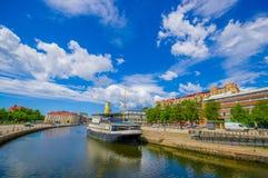 Bateau de touristes en rivière de Gothenburg du centre Photo stock