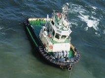 Bateau de traction subite à la mer baltique Images stock