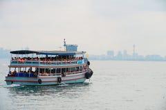 Bateau de transport à la ville de Pattaya Images libres de droits