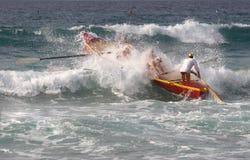 Bateau de vague déferlante Image libre de droits