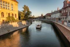 Bateau de visite sur la rivière Odra à Wroclaw photos libres de droits