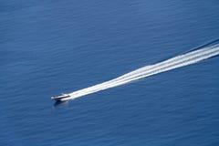 Bateau de vitesse sur la mer Image libre de droits