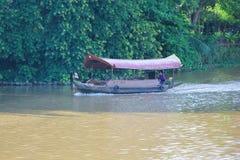Bateau de voyage de croisière de rivière de cinglement de mae Photo stock
