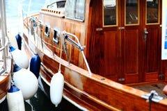 Bateau de yacht dans la baie Image libre de droits