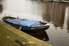 Bateau en bois à Amsterdam image stock
