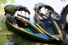 Bateau en bois sur la rivière d'Usumacinta Photo stock