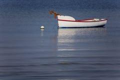 Bateau en bois traditionnel de pêche ou de crabe Photographie stock libre de droits