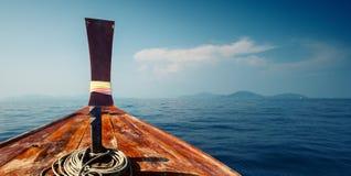 Bateau en mer Photographie stock