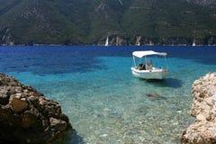 Bateau en mer de Lefkada, Grèce Photos libres de droits