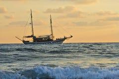 Bateau en mer Méditerranée photos stock
